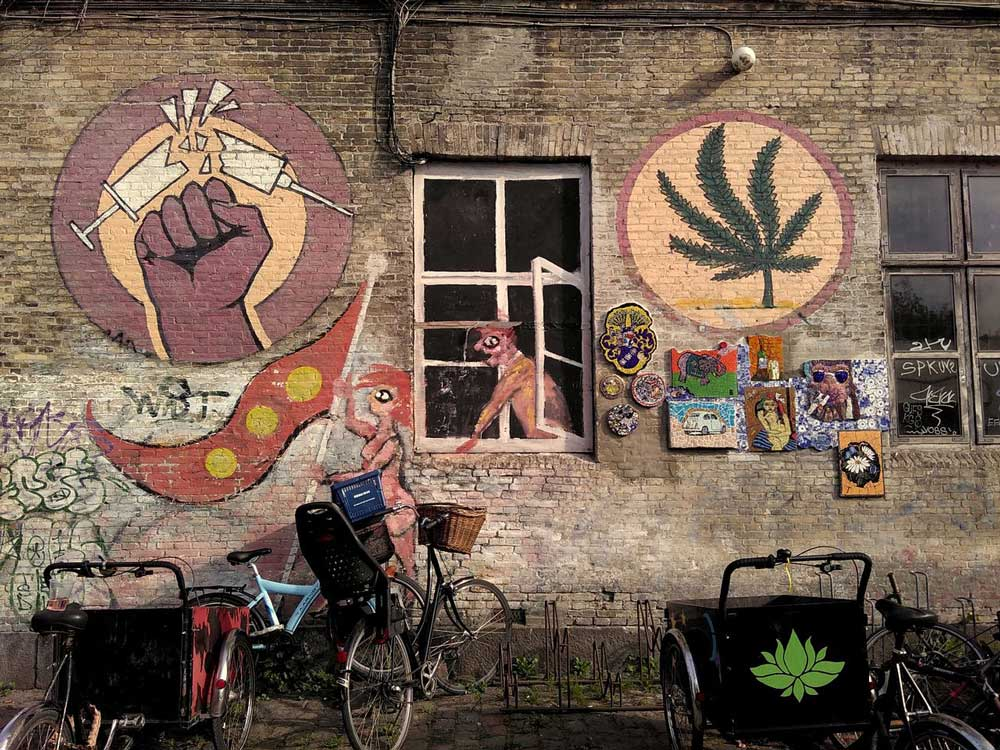 Mural_cannabis_against_opioid_drugs-opt