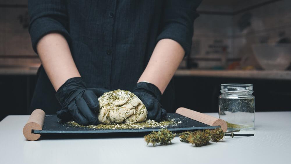 cannabis-cooking-cbd-thc
